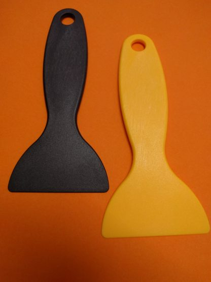 Plastic scraper for resin vat