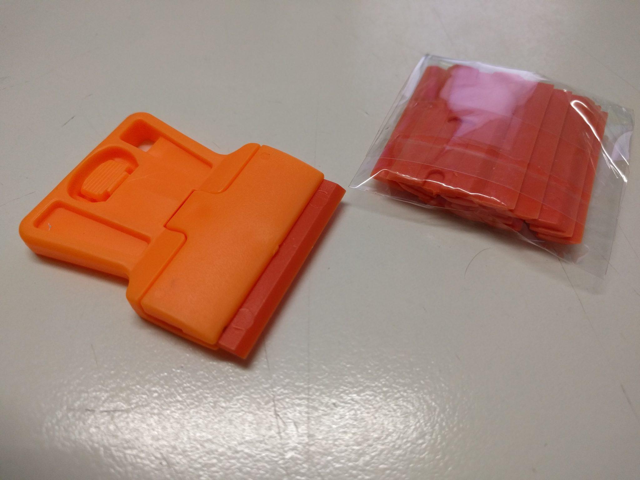 Plastic scraper with disposable plastic razor