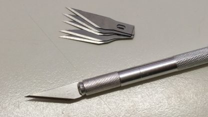 Scalpel knife for support removal